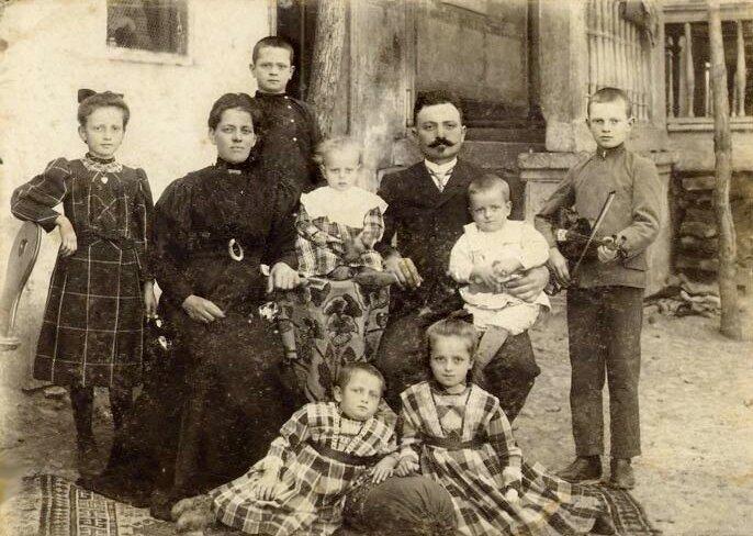 German family of Albert Cayzer in the city of Helenendorf, Azerbaijan, 1910
