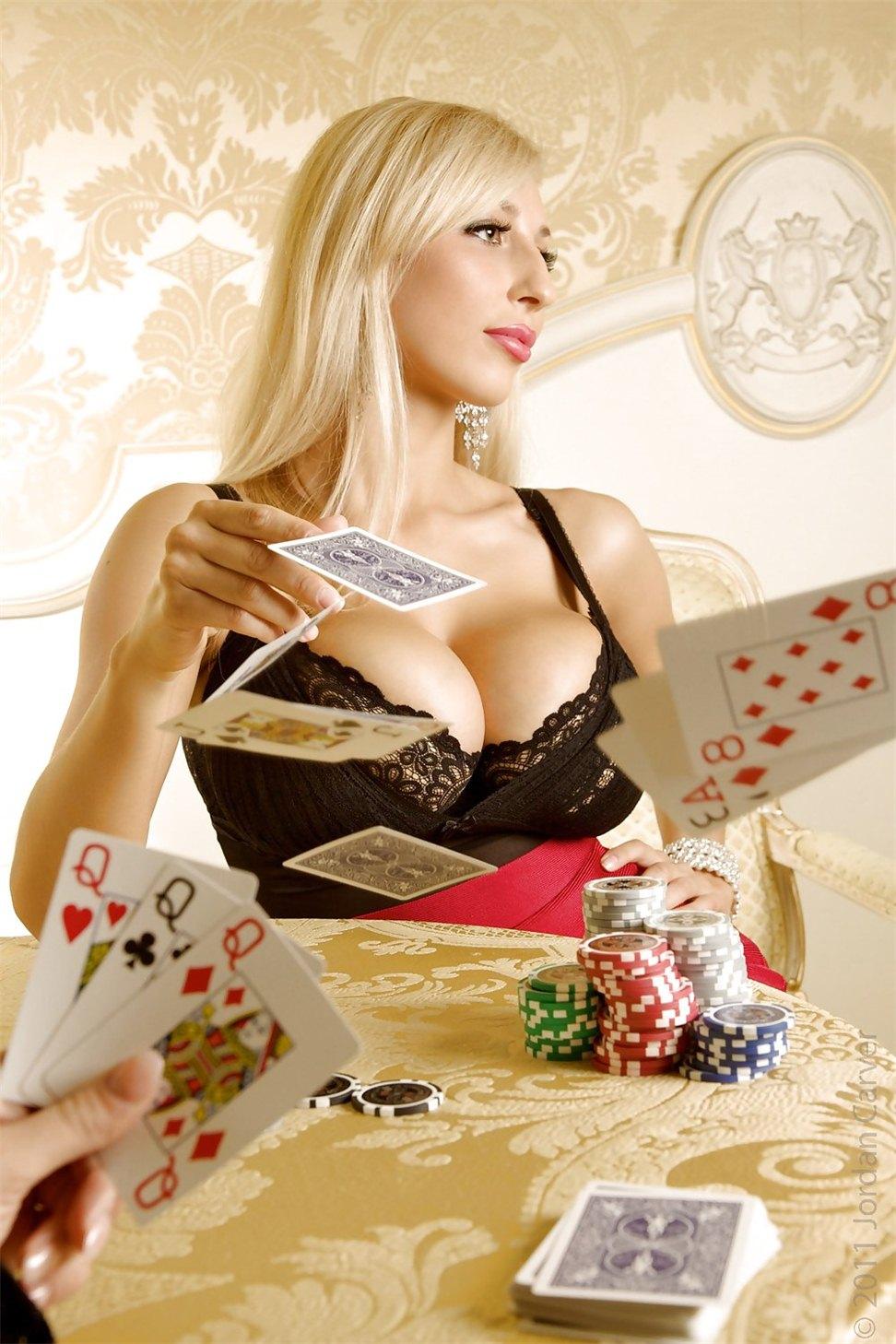 Гифка игра в карты на раздевание