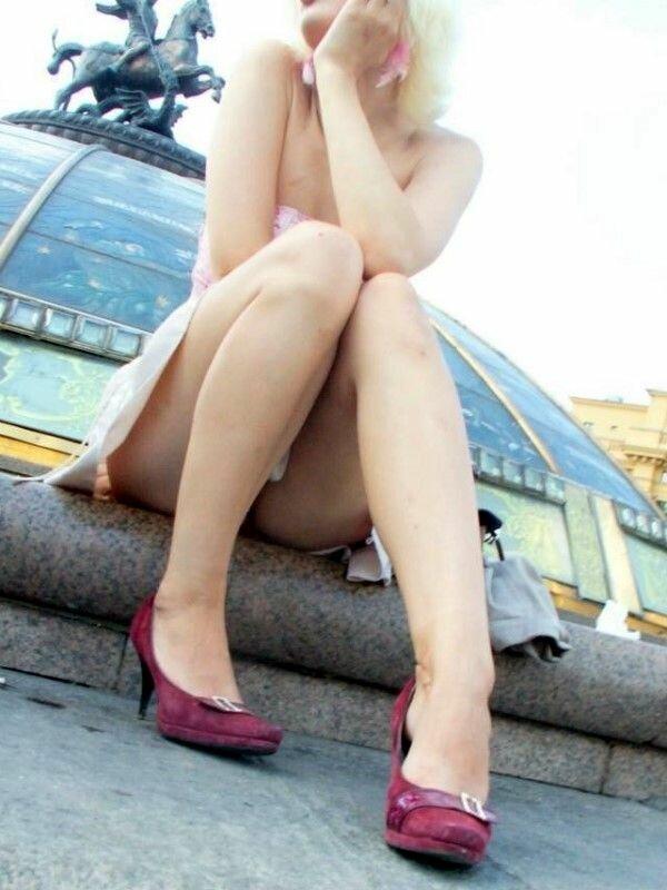смотреть как у девушек нечаянно видно между ног