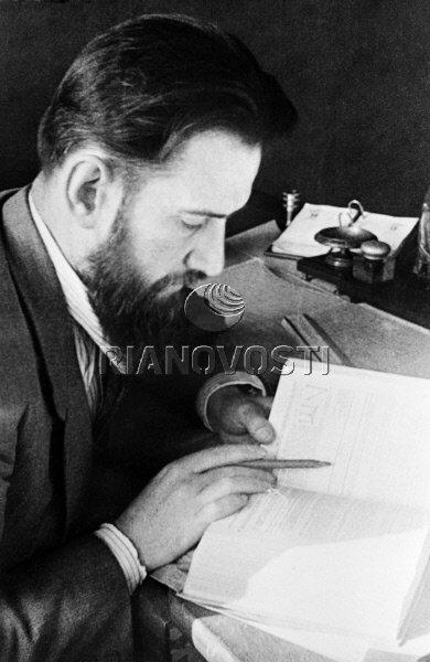 18.09.1940 Академик Курчатов за работой. РИА Новости/РИА Новости