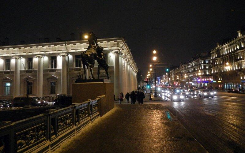 Аничков мост и один из коней Клодта