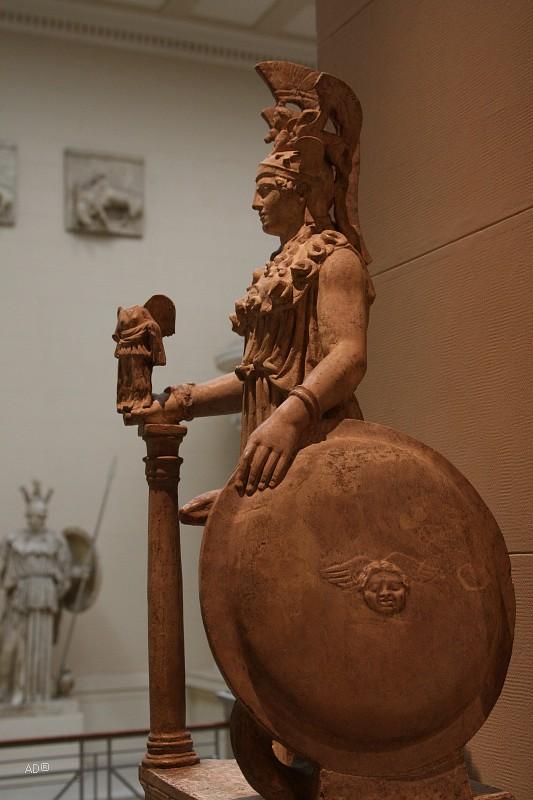 Афина Парфенос, высота 50 см, уменьшенная римская копия статуи работы Фидия третьей четверти V в. до н.э.