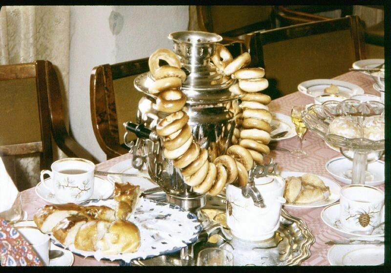 193. Русское чаепитие