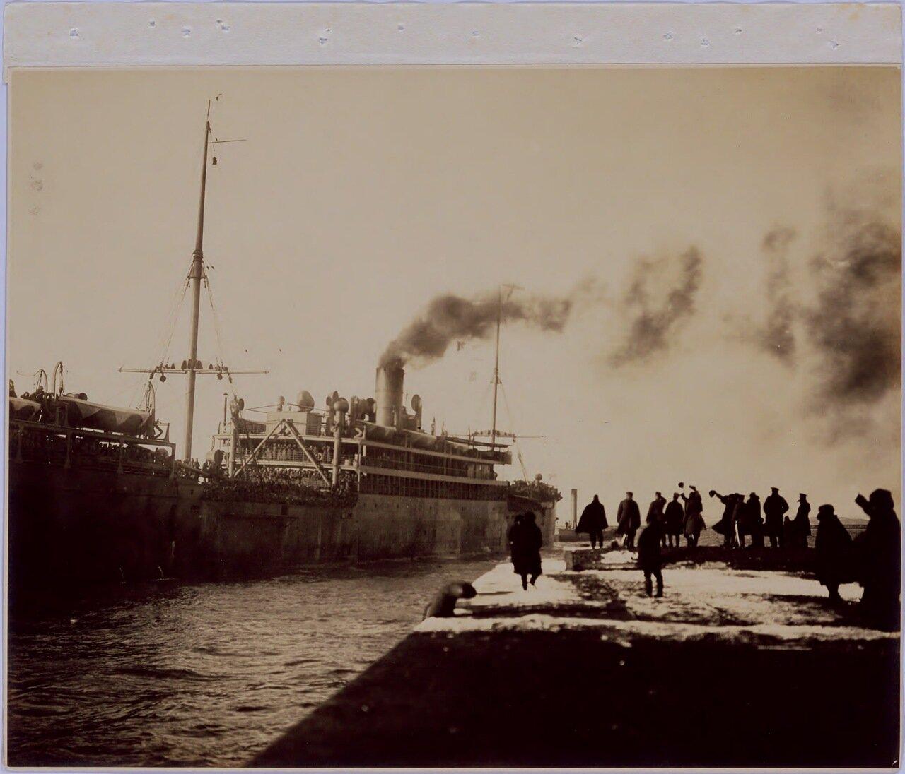 Пароход Sondai отошел вечером 15 марта, сопровождаемый лоцманским катером. «Ура» кричали на корабле и «Банзай» на пирсе