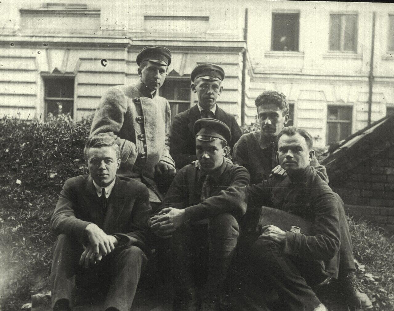 1925 г. Студенты-зоологи МГУ