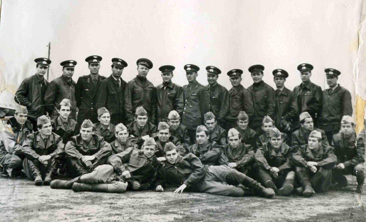Лётно-инструкторский состав 1 аэ и курсанты Венгерской Народной Армии. Борисоглебск, в.ч 42147, 1960 год