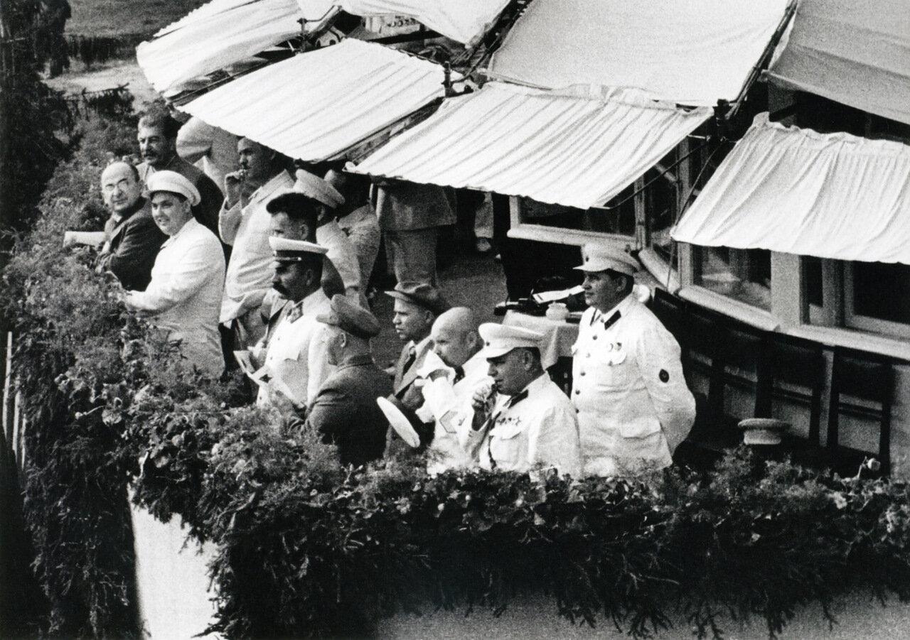 Иосиф Сталин, Лаврентий Берия, Георгий Маленков. Тушино 1940 г.