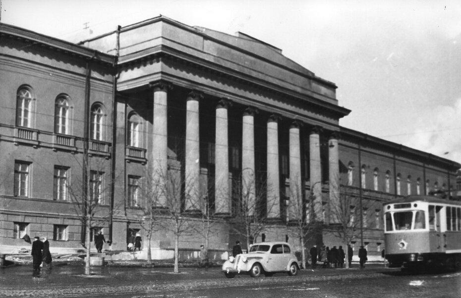 1950-е. Трамвай на улице Владимирской. Фото: Балабанова Б.О.