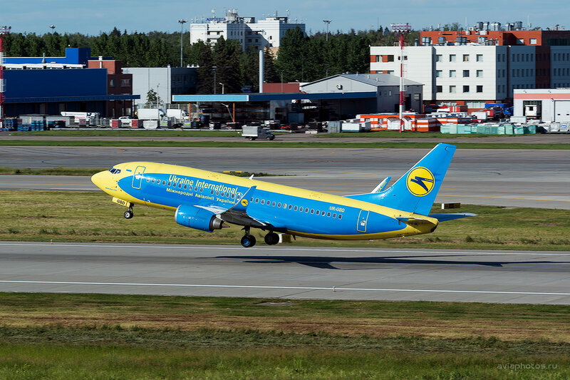 Boeing 737-36Q (UR-GBD) Ukraine International Airlines D808904a