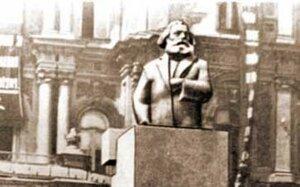Памятник Карлу Марксу в 1920-х годах. Фото из ВикипедиЯ