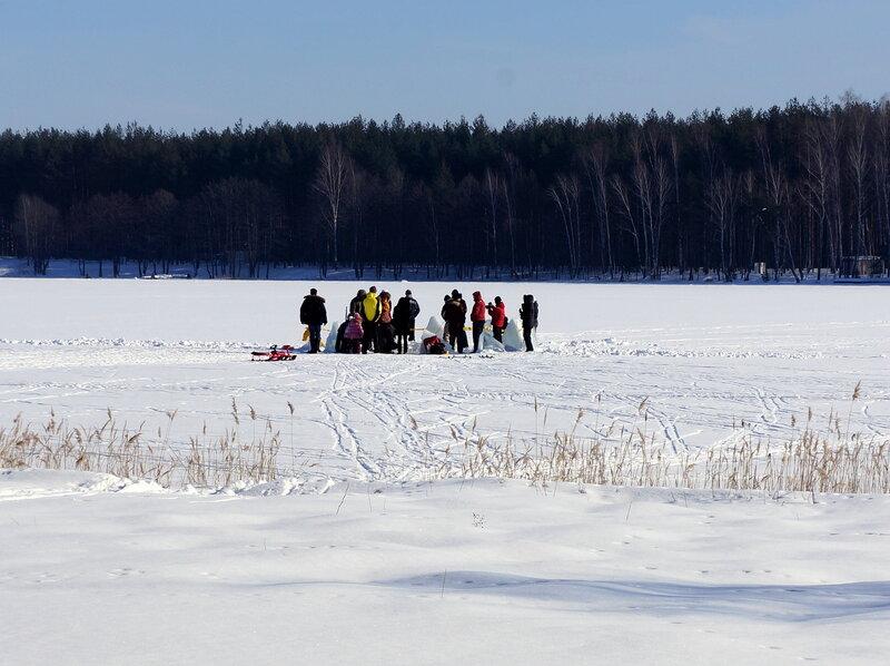 Странное сборище на льду