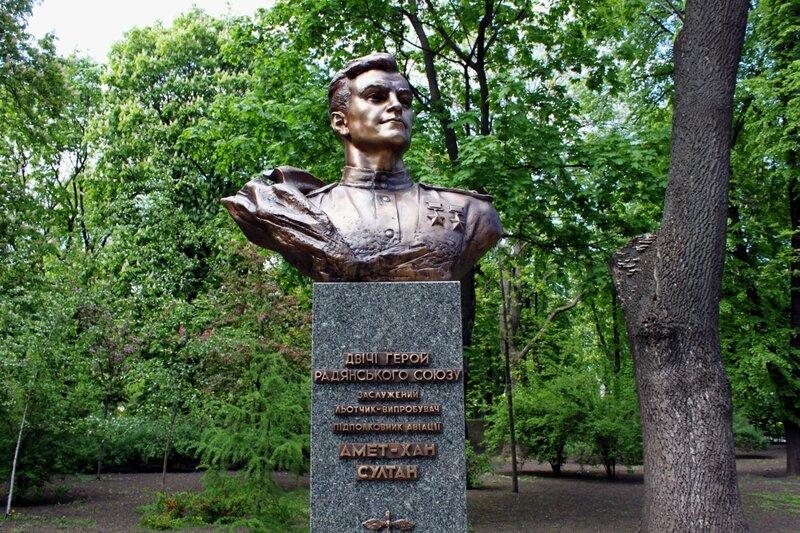 Памятник Ахмет-Хан Султану