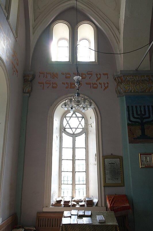 Синагога в городе Они. Окно