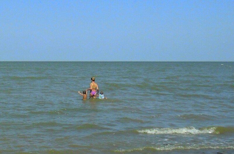 Лето, у вод Азовского моря