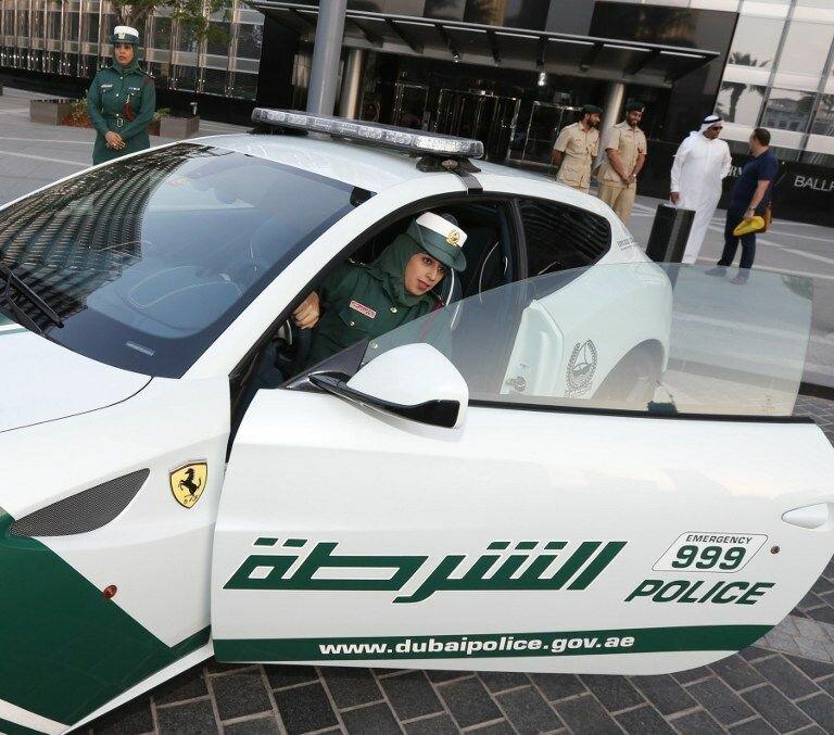 Арабские женщины-полицейские ездят на суперкарах