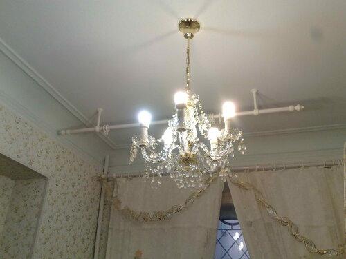 Фото 10. Работа двухлинейной люстры «Элит Богемия» («Elite Bohemia»). Нажаты обе клавиши двухклавишного выключателя - включены все лампы (5 штук).