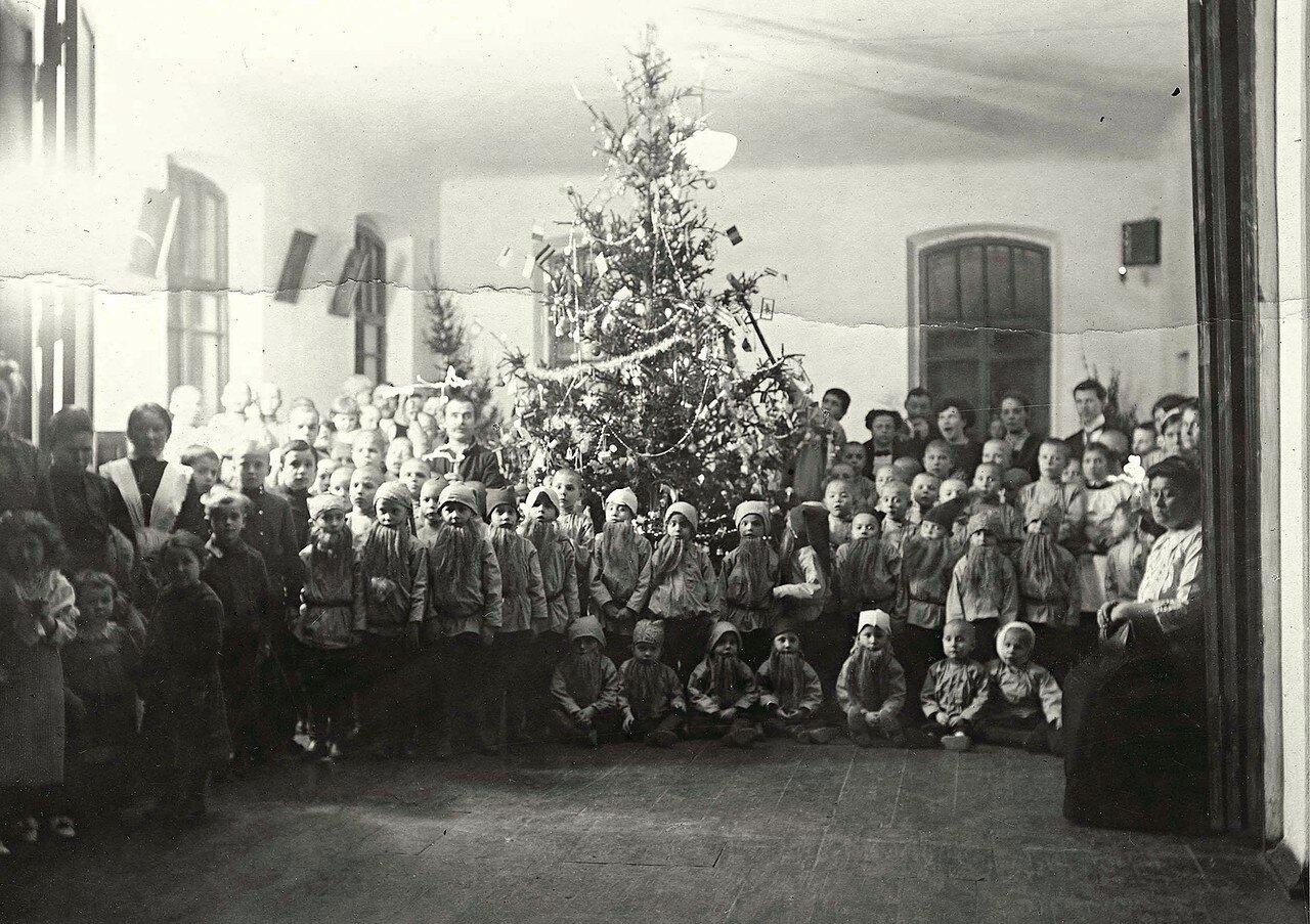 Рождественская елка в новом здании Ольгинского детского приюта Трудолюбия Синельниковского Общества благотворителей и Попечения сирот