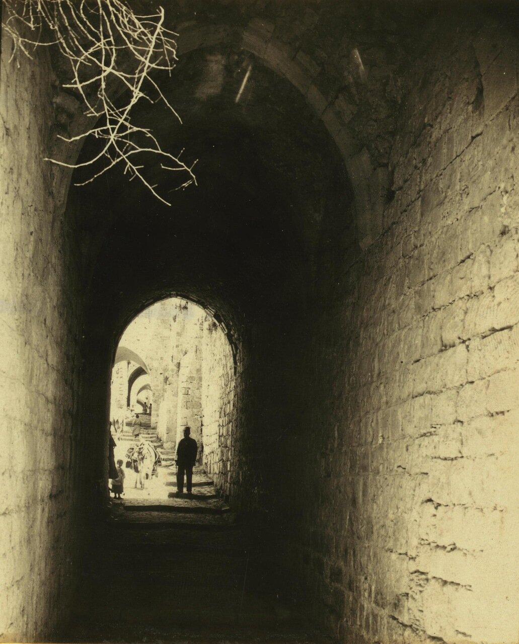 Малая арка к северу по Виа Долороза, Иерусалим. 19 июня 1911 г.