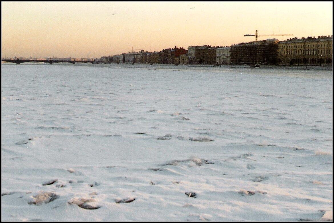 Нева под снегом и льдом