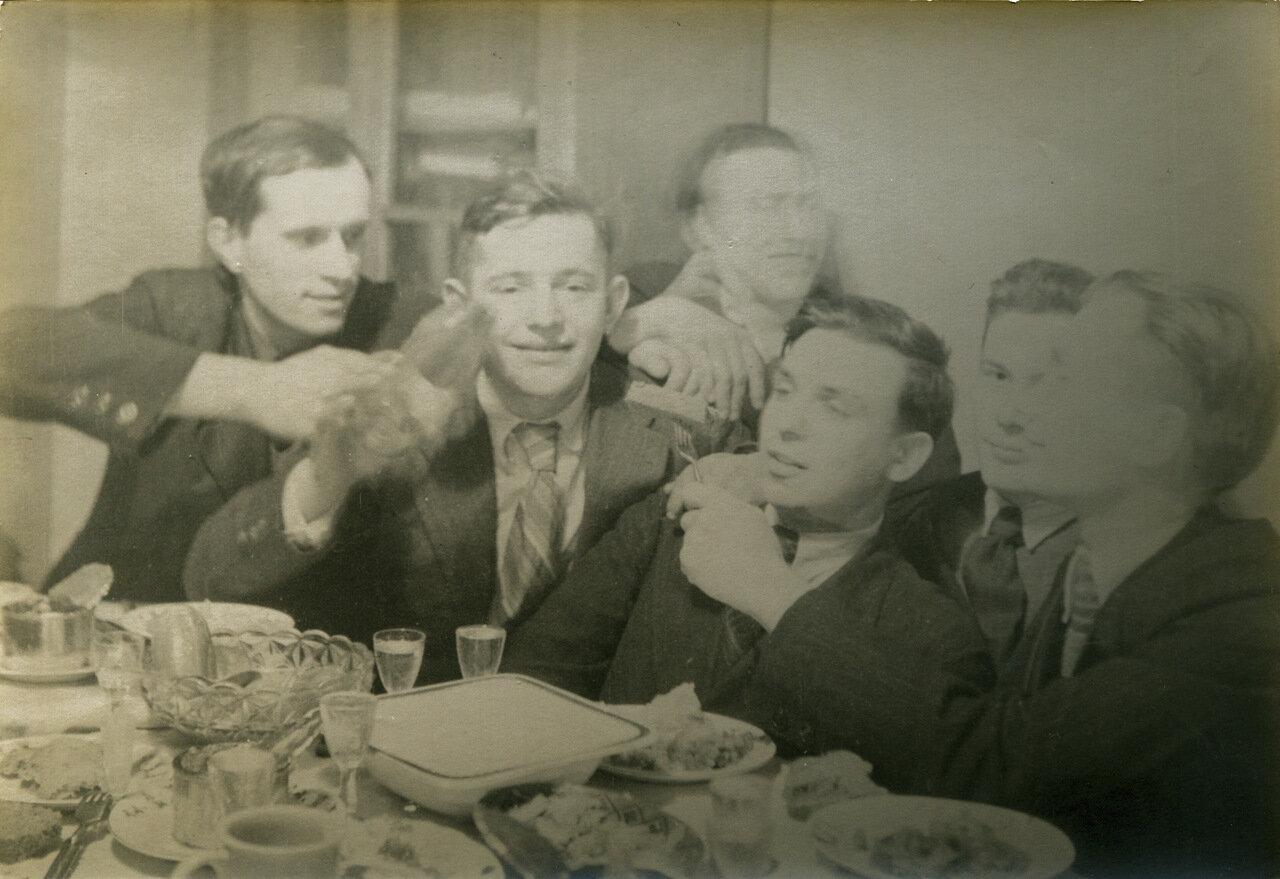 1945г.