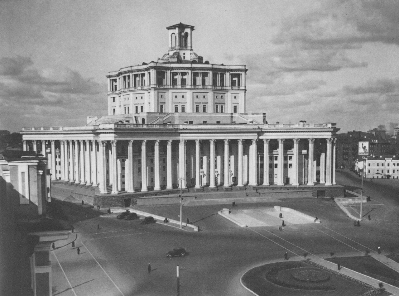 Площадь Коммуны. Центральный театр Советской Армии
