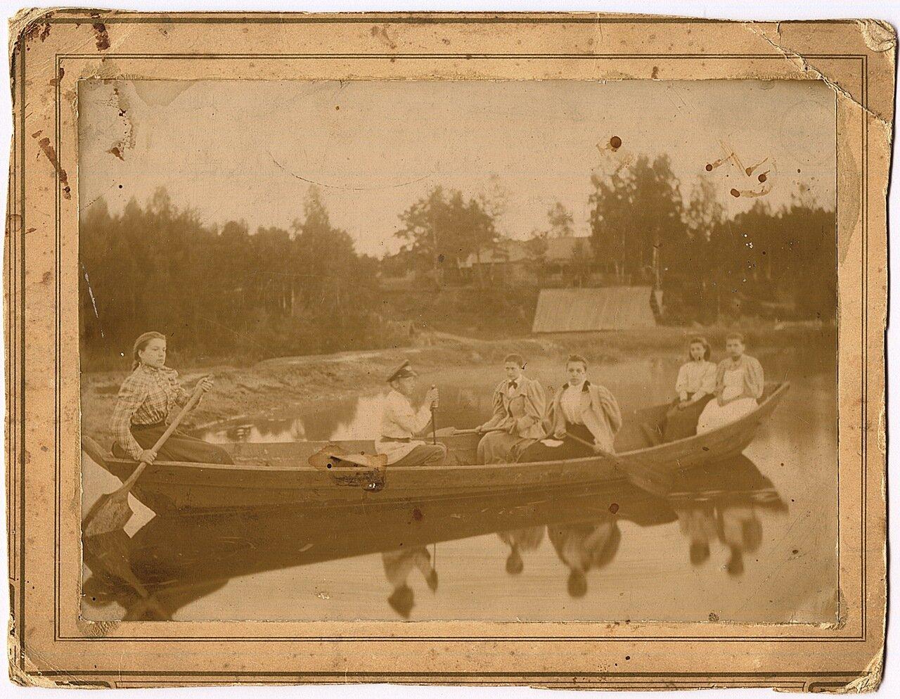 Антонина в лодке