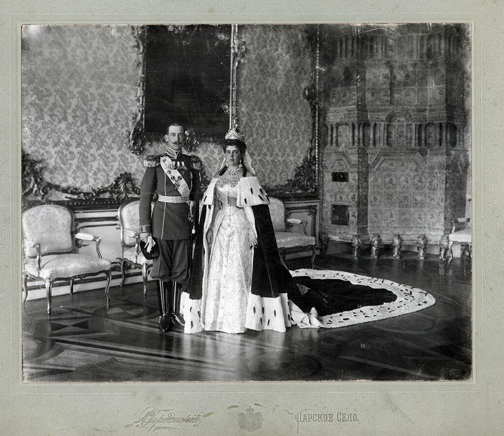 Великая княжна Елена Владимировна и принц Николай Греческий в день бракосочетания