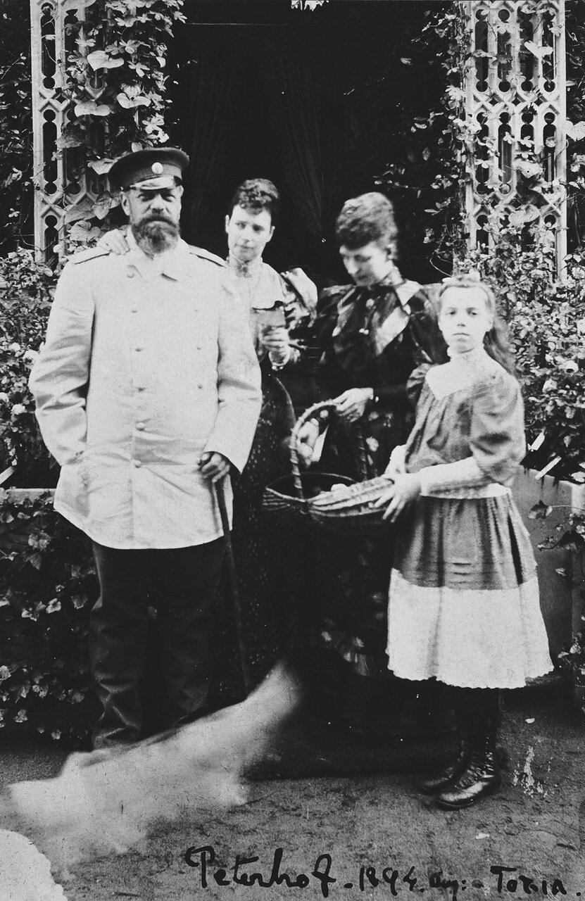 Александр III, Мария Федоровна, Александра, принцесса Уэльская и великая княгиня Ольга Александровна, август 1894 г.