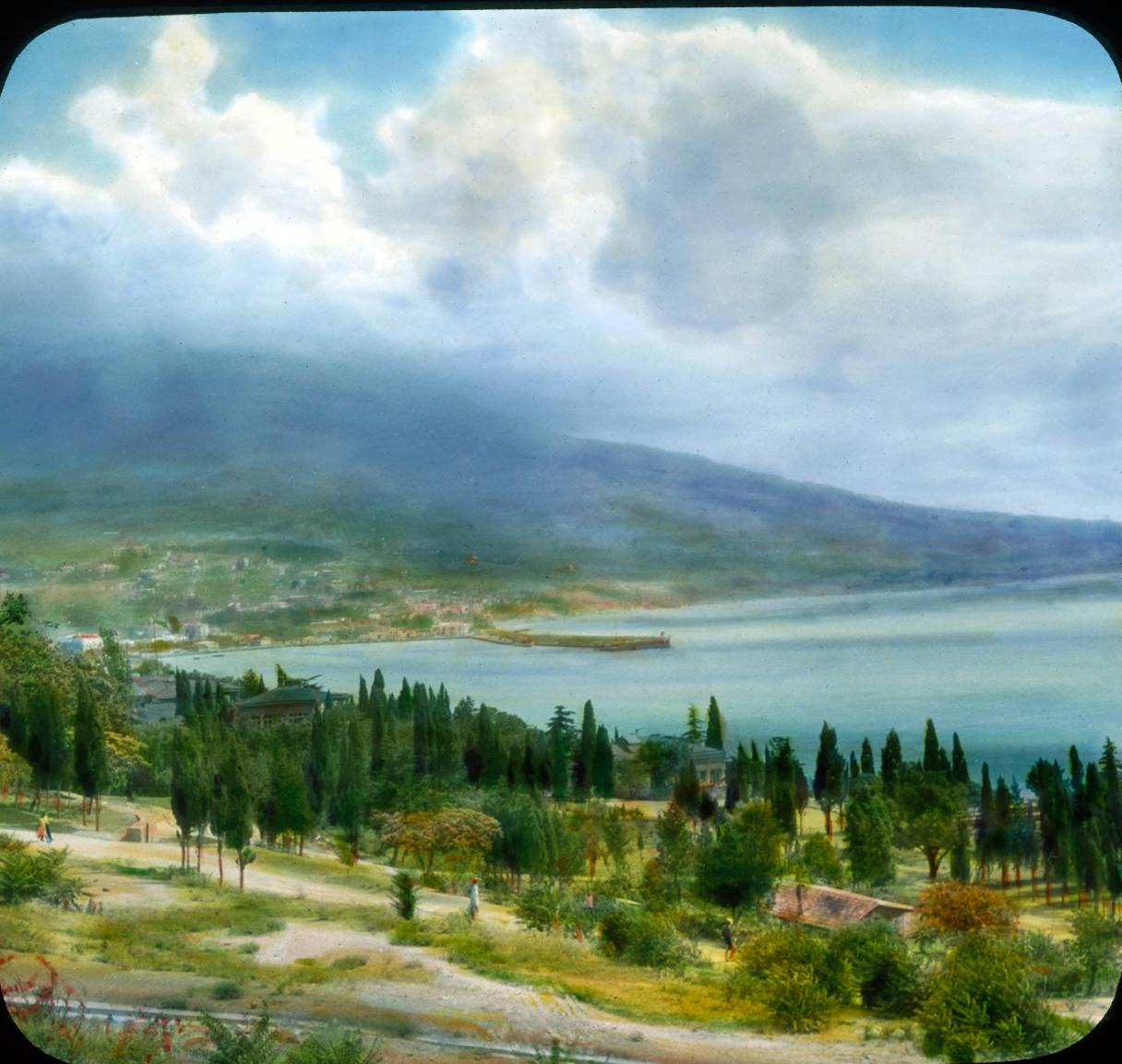 Ялта. Вид на Ялту и Черное море от Ливадийского дворца