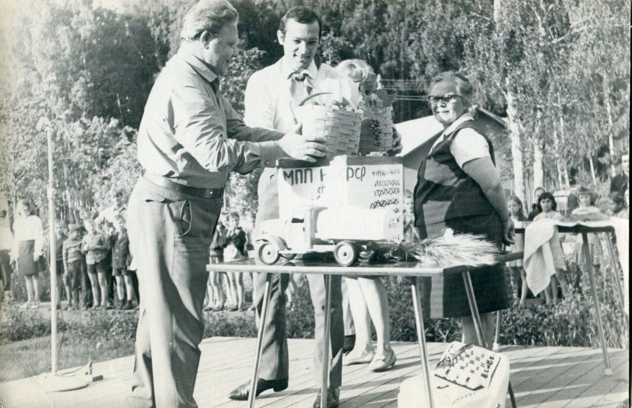 Розги в пионерском лагере 9 фотография
