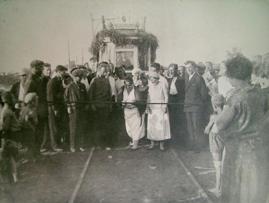 Секретарь калининского обкома ВКП(б) Калыгина Анна Степановна открывает движение по Ворошиловской ветке. 1934
