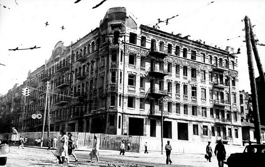 1946.08.12. Угол улиц Красноармейской и Саксаганского, дом №43/16