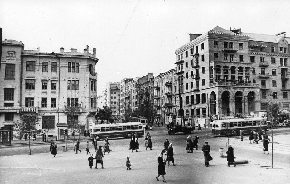 1951.10.19. Угол улиц Красноармейской и Саксаганского