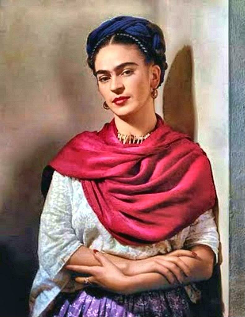 Фрида Кало в пурпурном (маджента) платке в Нью-Йорке, 1939 г.