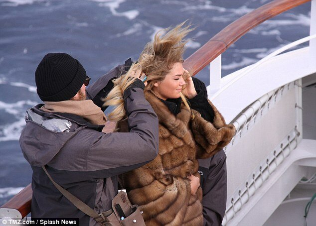 Фотосессия Кейт Аптон в Арктике -35