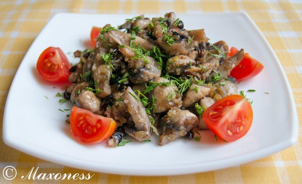 Грибы с орехами и барбарисом. Греческая кухня