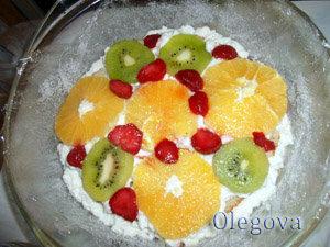 Сборка фруктового торта - шаг 3