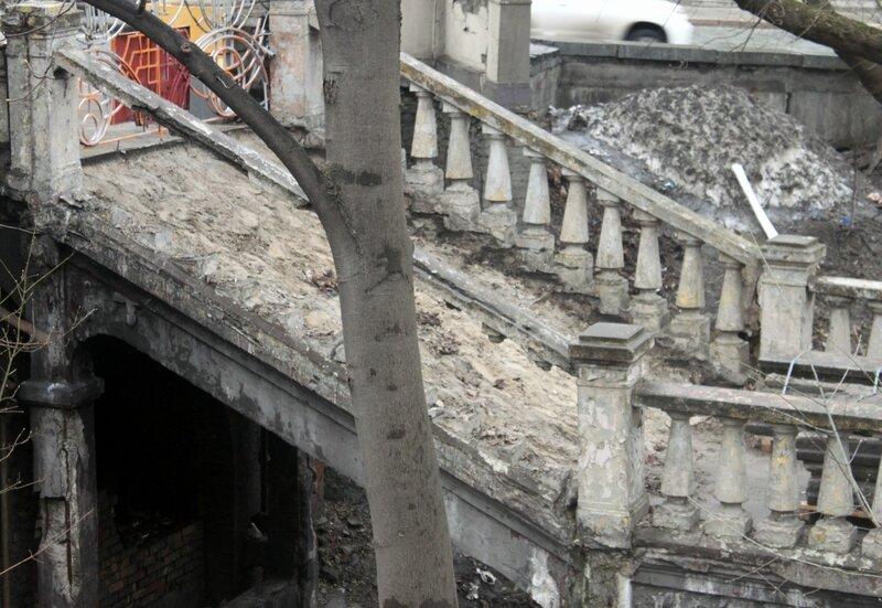 Реставрация лестницы к колонне Магдебургского права