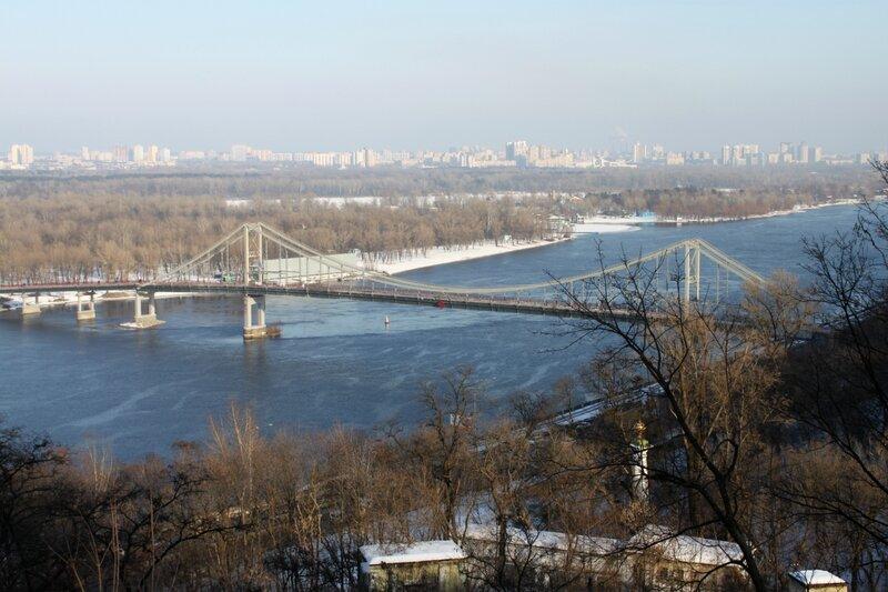 Днепр и Пешеходный мост зимой