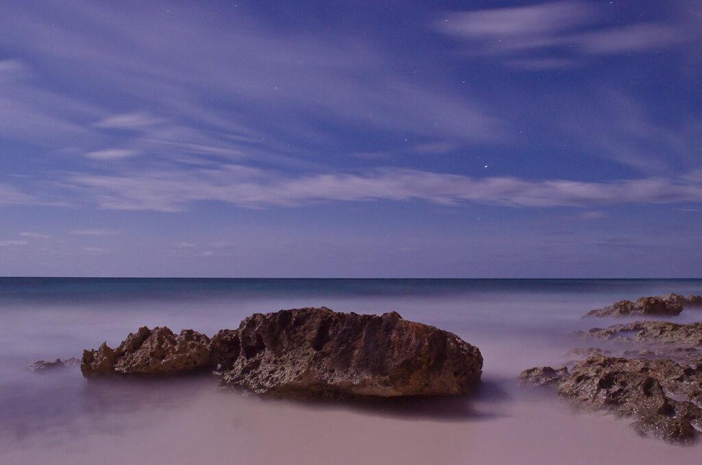 Ночь в Карибском море. Источник освещения - луна и звезды. Выдержка 69 секунд. Снято со штатива на зеркалку Nikon D5100 KIT 18-55.