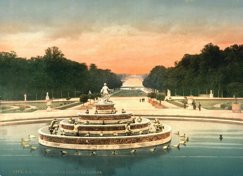 Самый знаменитый фонтан Версаля — фонтан Латоны в одноименном бассейне