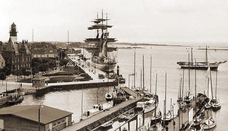 Пиллау — Балтийск. Барк  «Горх Фок» у пристани. Фото 1937 года.