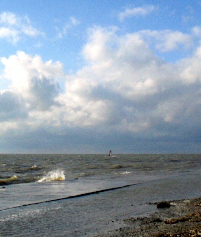 Сочетание майских волн и облаков