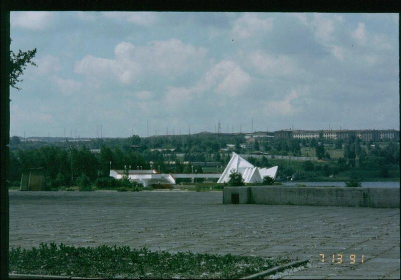 121. Набережная с видом на остров Юности в Иркутске.
