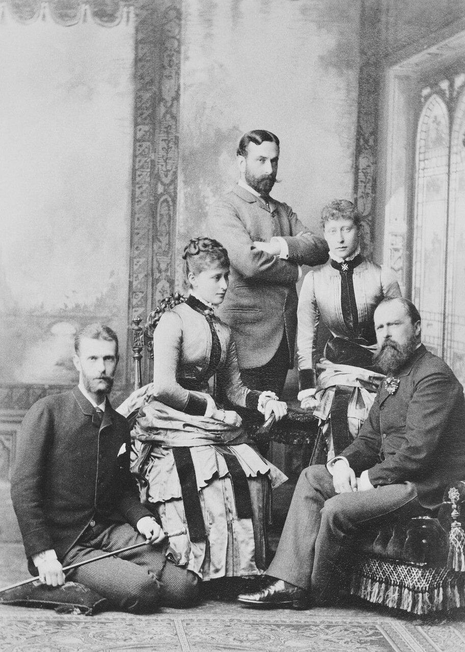Великий князь Сергей Александрович, великая княгиня Елизавета Фёдоровна, Эрнст Людвиг Гессенский, принцесса Виктория Гессенская и Людовик IV, Великий герцог Гессенский. 1894 г.