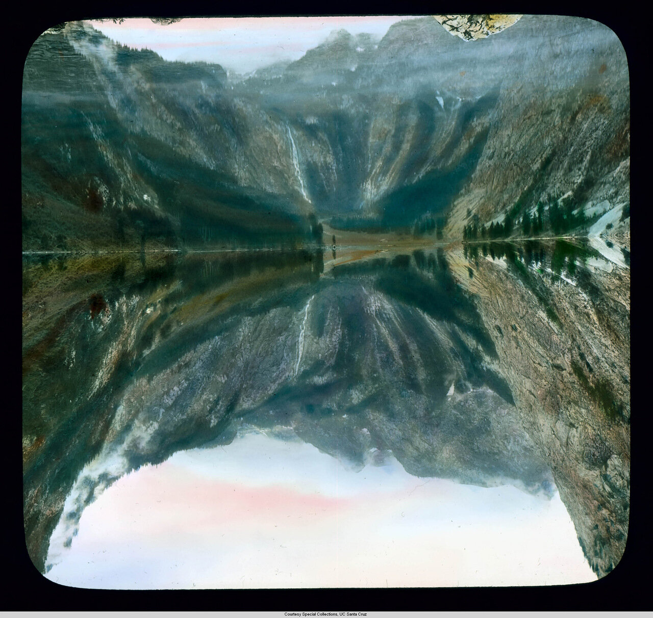 Бавария. Озеро Оберси с водопадом Ротбах