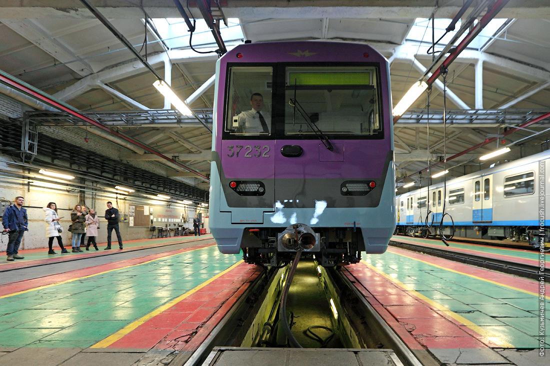новый поезд метро Баклажан