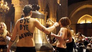 Femen устроили акцию в Соборе Парижской Богоматери