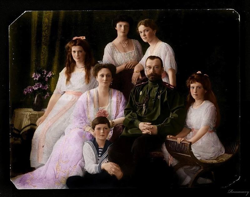 Раскрашенные фото семьи последнего русского императора.