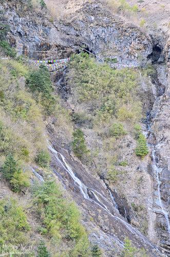 наш водопад и пеещра - где флажки, непал, когбанг, тукуче